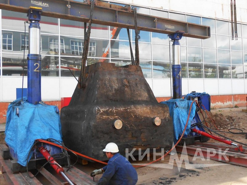 Drop forging hammer anvil block lifting and dismantling