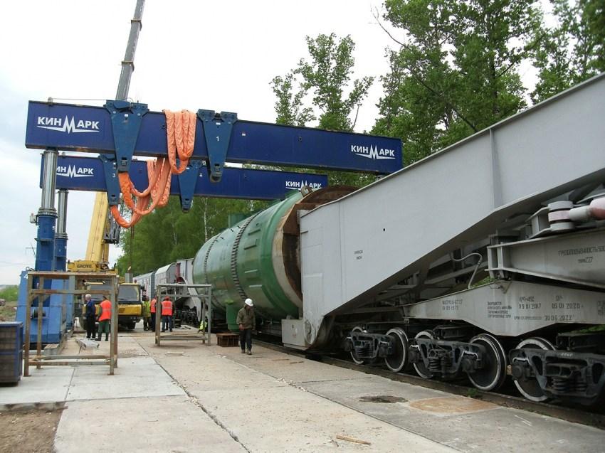 Перегрузка негабаритного груза на железной дороге гидропорталом