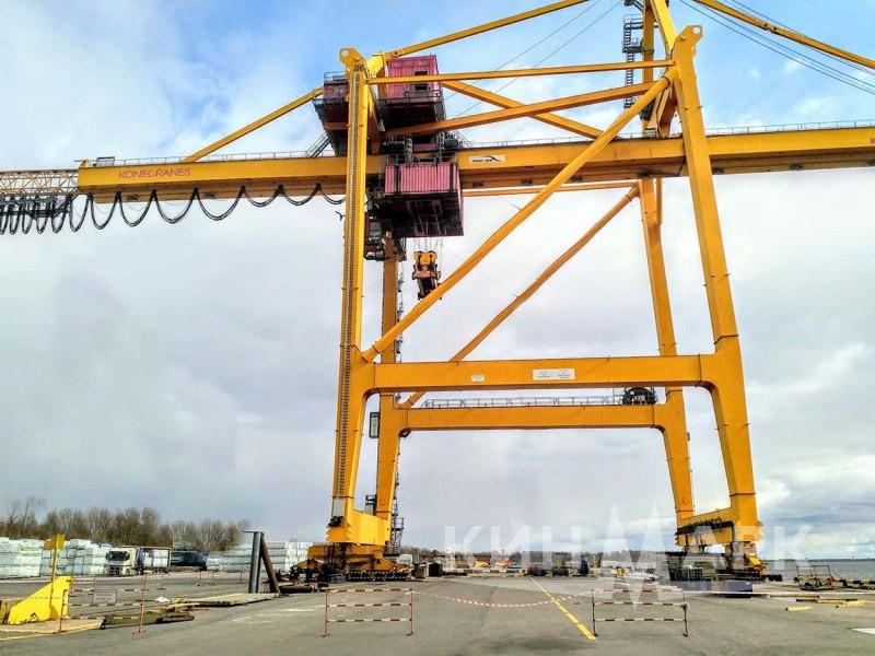 Перемещение портового крана