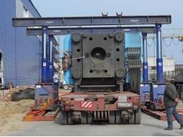 Перегрузка термопластавтомата гадропорталом на самоходные модули