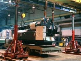 Погрузка узла впрыска ТПА DEMAG гидравлическим порталом на автотранспорт