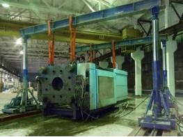 Установка термопластавтомата DEMAG гидравлическим порталом