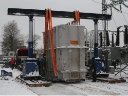 Выгрузка трансформаторов гидравлическим порталом