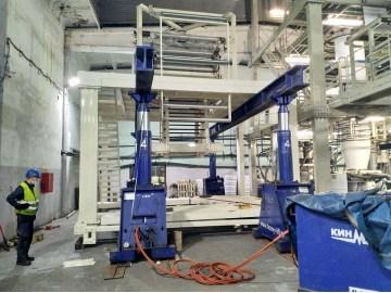 Проведение такелажно-монтажных работ по сборке и установке в проектное положение вертикальной рамы экструдера для производства полиэтиленовой пленки.